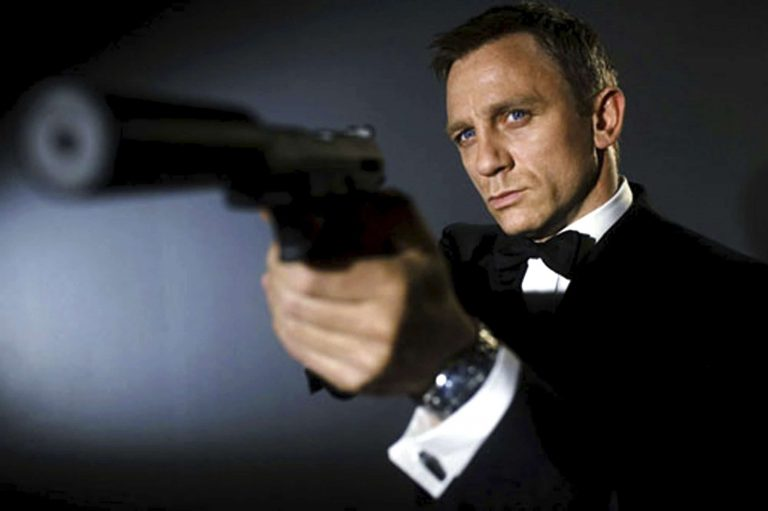 Un momento… ¿James Bond luchará contra una lesbiana?