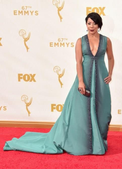 Selenis Leyva - La increíble alfombra roja de los Emmys 2015