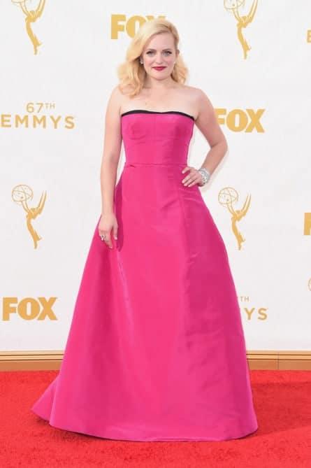 elisabeth moss - La increíble alfombra roja de los Emmys 2015