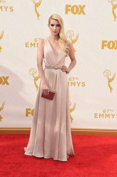 emma roberts - La increíble alfombra roja de los Emmys 2015