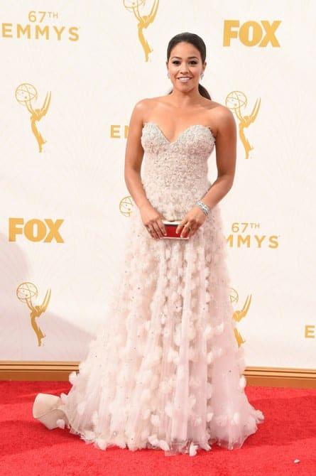 gina rodriguez - La increíble alfombra roja de los Emmys 2015