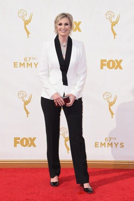 jane lynch - La increíble alfombra roja de los Emmys 2015