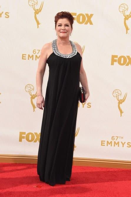 kate mulgrew - La increíble alfombra roja de los Emmys 2015