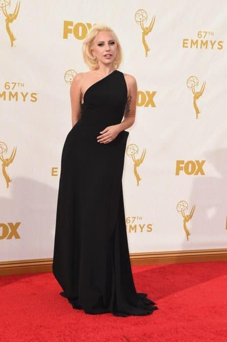 lady gaga - La increíble alfombra roja de los Emmys 2015