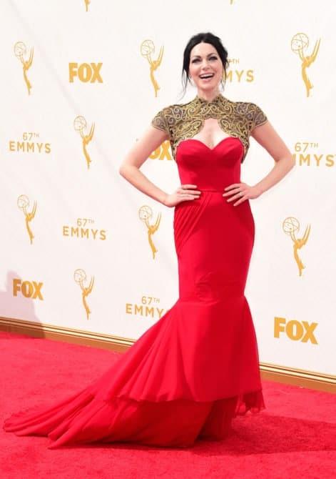 laura prepon - La increíble alfombra roja de los Emmys 2015
