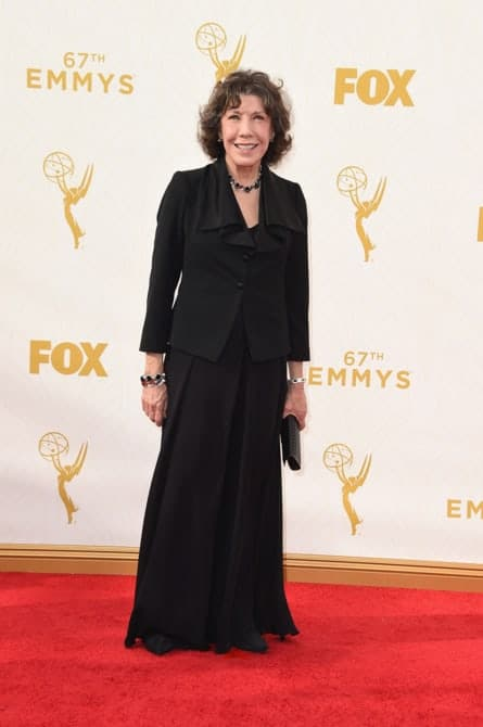 lily tomlin - La increíble alfombra roja de los Emmys 2015