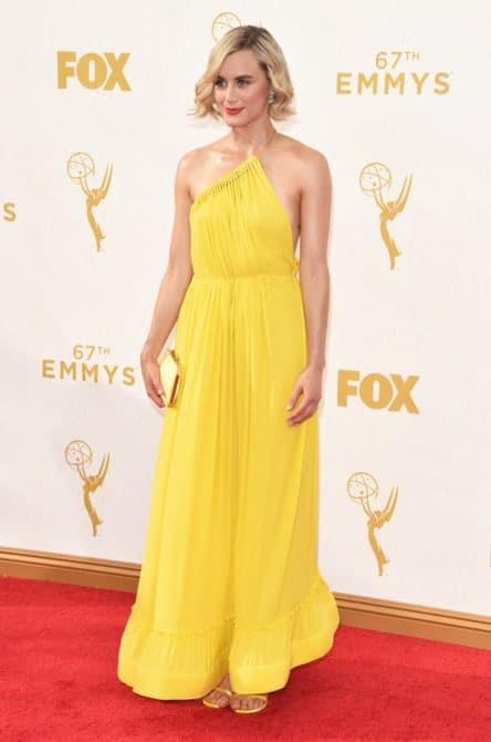 taylor schilling - La increíble alfombra roja de los Emmys 2015