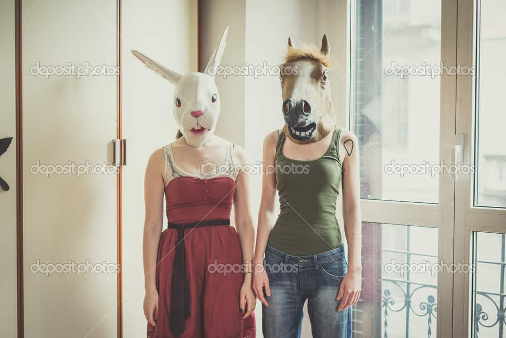 horse-mask-lesbian-couple (1)