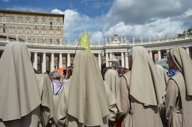 nuns-look-at-pope-francisas-waving-to-th