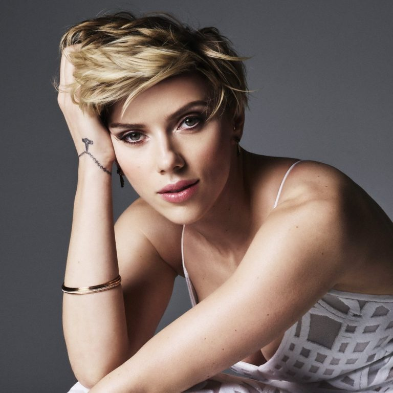 Scarlett Johansson versiona a New Order para financiar la lucha contra el VIH