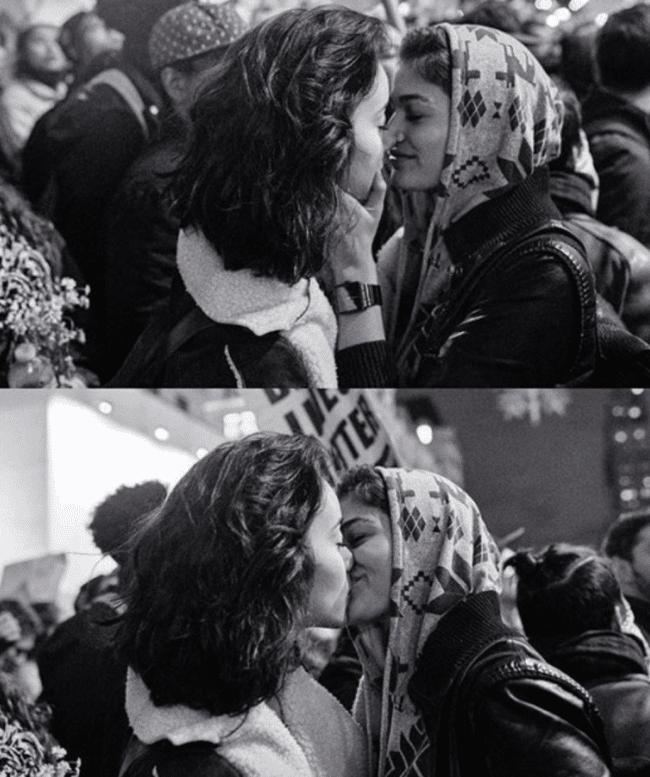 el-beso-entre-dos-chicas-que-se-ha-convertido-en-un-simbolo-de-la-lucha-contra-trump-1