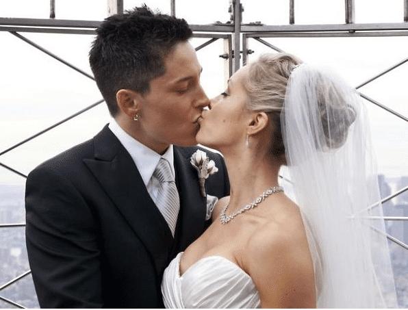 de-cuando-fox-news-uso-la-foto-de-boda-de-dos-mujeres-para-promover-el-matrimonio-tradicional