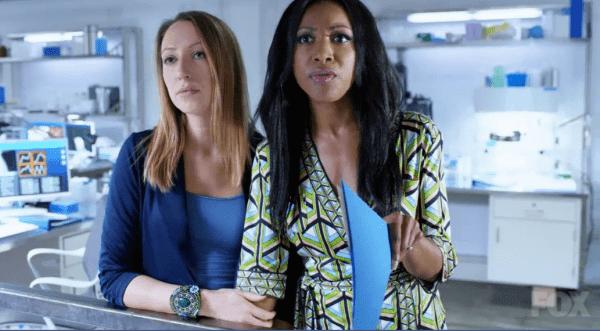 rosewood - ¿Qué series con personajes bisexuales o lésbicos han sido canceladas?