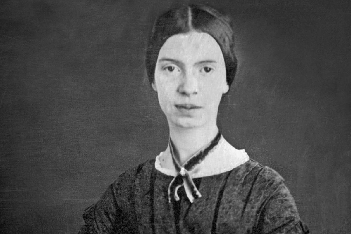 Emily Dickinson Hires Cropped, Hay una lesbiana en mi sopa