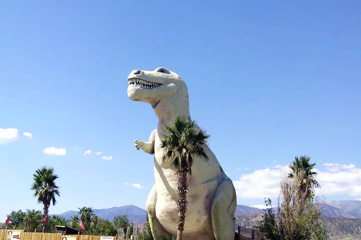 Cabazon Dinosaurs Mr. Rex 2014 - Ésta ciudad de California estará gobernada solamente por personas LGBT