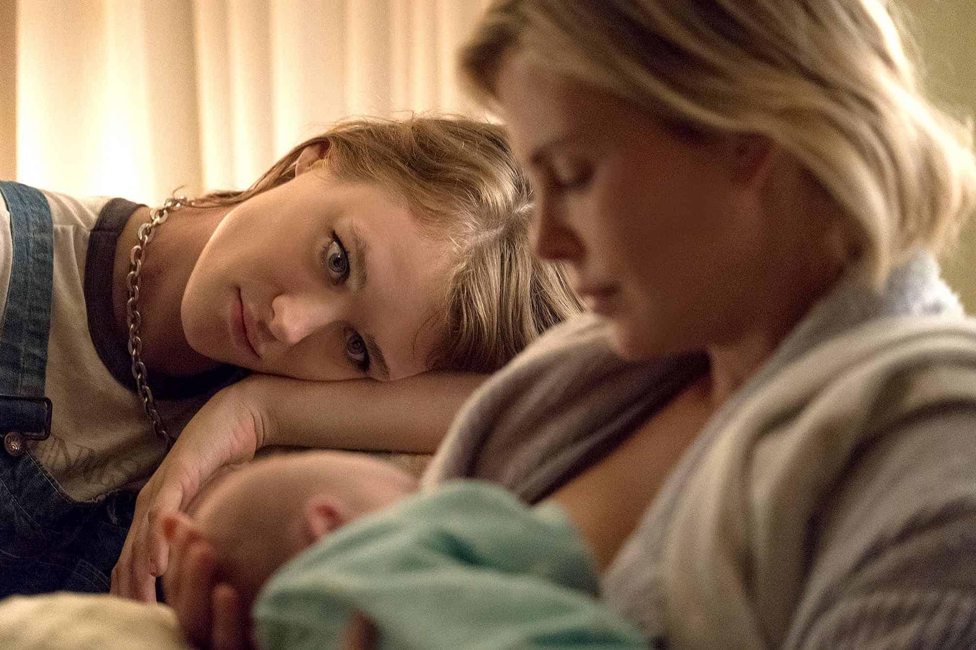 tully mackenzie charlize - Charlize Theron se enamora de Mackenzie Davis ('San Junipero') en 'Tully'