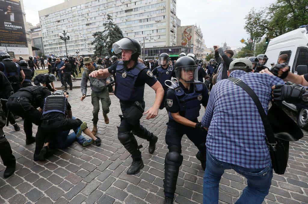Las fotos de la marcha de Kiev por el Orgullo a pesar de los ultras 1 - Las fotos de la marcha de Kiev por el Orgullo, a pesar de los ultras