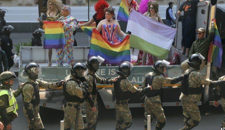 Las fotos de la marcha de Kiev por el Orgullo a pesar de los ultras 4 - Las fotos de la marcha de Kiev por el Orgullo, a pesar de los ultras