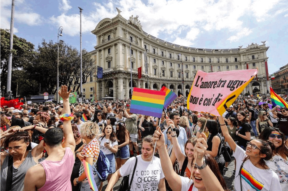 orgullo roma 3 - Las fotografías de la reivindicativa marcha del Orgullo LGTB en Roma