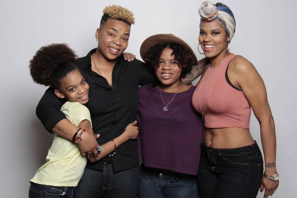 Lesbian Family 2, Hay una lesbiana en mi sopa
