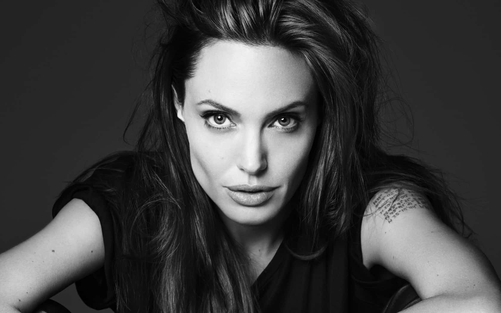 Angelina Jolie, Hay una lesbiana en mi sopa