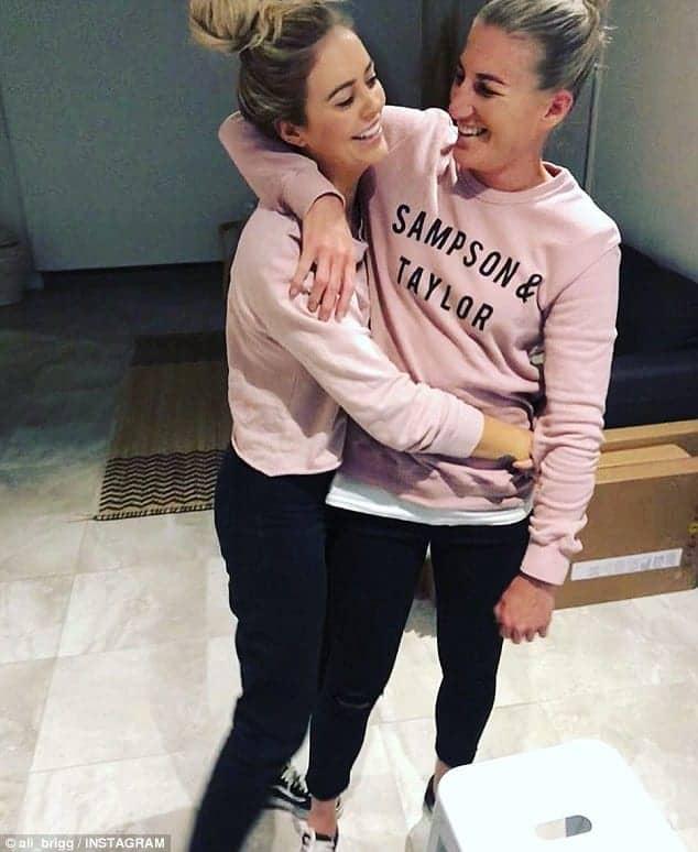 Ali Brigginshaw - Besazo de Ali Brigginshaw a su novia tras ganar la liga australiana de rugby