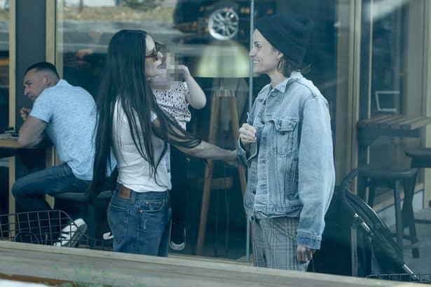 demi masha - Demi Moore, su nueva novia y la hija que ambas están criando