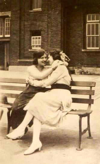 Lesbian Vintage 2, Hay una lesbiana en mi sopa
