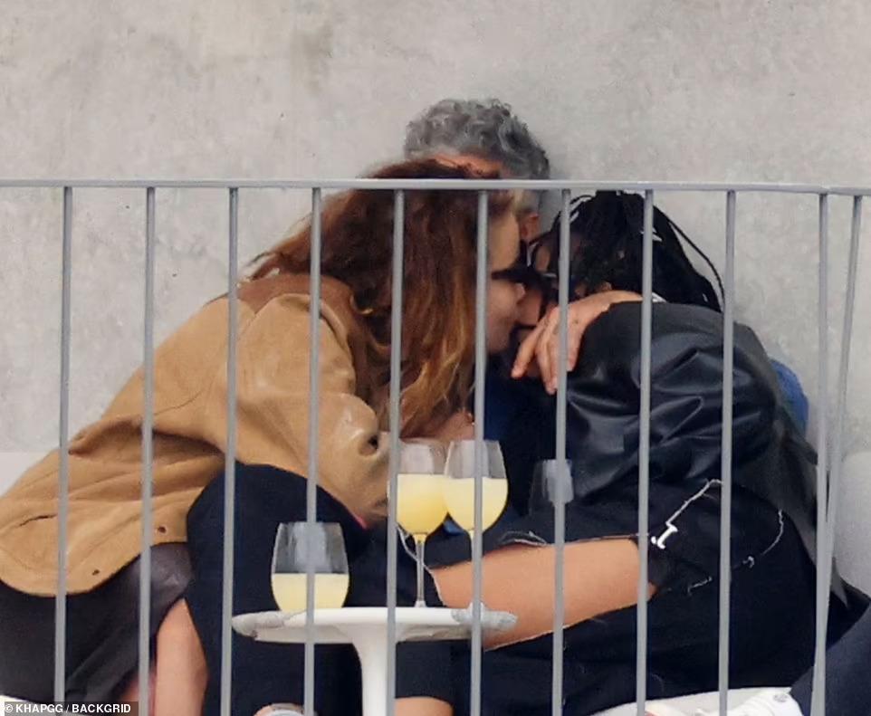 Tessa Thompson Rita Ora Taika Waititi, Hay una lesbiana en mi sopa